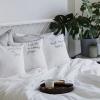 Małe poszewki idealny dodatek w sypialni